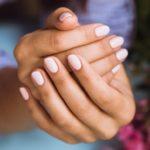Jak skutecznie wzmocnić łamliwe i kruche paznokcie?