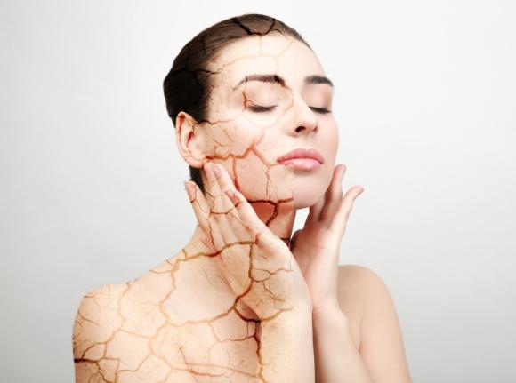 Sposoby na zwiotczałą i przesuszoną skórę twarzy
