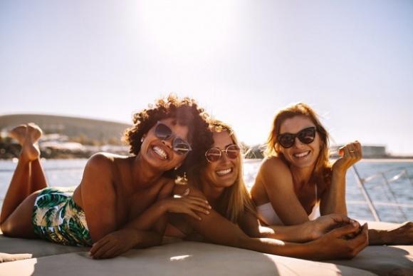 Nie chcesz rezygnować z opalania? Podpowiadamy, jak zabezpieczyć skórę!