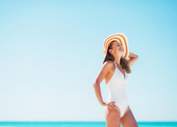 Z plaży do gabinetu – jak podtrzymać efekt wypoczętej skóry?