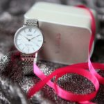 Metaliczne srebro, czyli zimowy trend. Najciekawsze zegarki w modnej kolorystyce