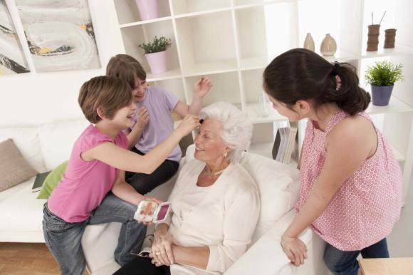 Prezenty Last Minute na Dzień Babci i Dziadka, dostępne w drogeriach Super-Phar