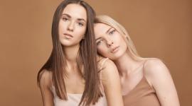 Jaką porą roku jest Twoja uroda i jak wykorzystać to podczas zakupów? LIFESTYLE, Moda - Wiosna, lato, jesień, zima – to pory roku, które… odmienią Twoją garderobę! Znając swój typ urody będziesz w stanie odpowiednio dobrać odcienie i wzory ubrań, sprawić sobie makijaż idealnie podkreślający atuty Twojej twarzy czy nawet wybrać perfekcyjną fryzurę.