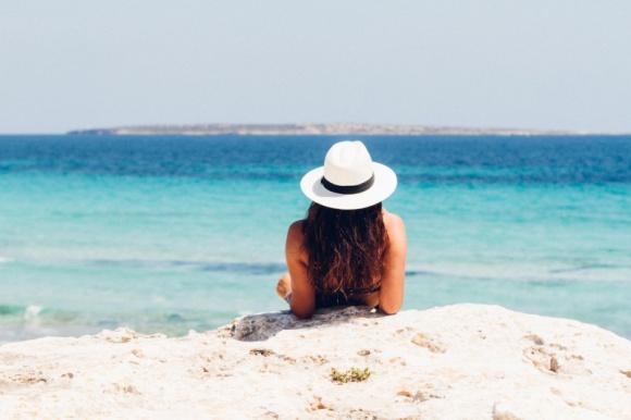 Wyjeżdżasz na urlop? Zobacz, jak zadbać o samopoczucie i zdrowie