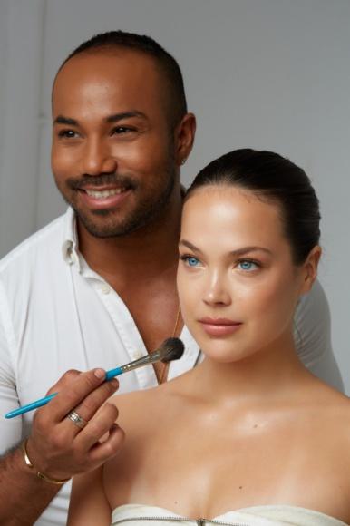 Spektakularny makijaż wieczorowy, dzięki trikom Harrego J