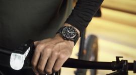 Sportowy, monochromatyczny, kultowy - Fieldforce Sport Chrono LIFESTYLE, Moda - Nowy model FieldForce Sport Chrono dostępny jest w tonacji monochromatycznej, by uczcić powrót mody do czerni, ciemnych odcieni szarości oraz bieli. Niniejszy zegarek jest symbolicznym uosobieniem siły, funkcjonalności oraz bardziej odważnego designu.