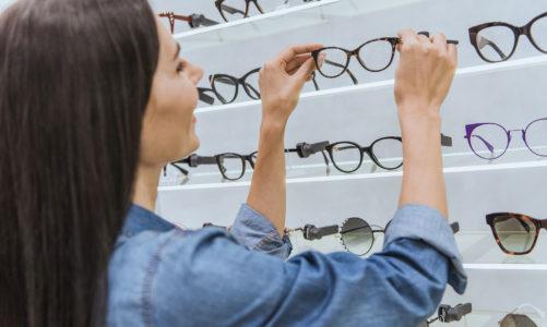 Gotowe okulary i związane z nimi zagrożenia. Dowiedz się, dlaczego nie jest to dobre rozwiązanie.