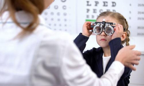 Problem krótkowzroczności (miopii) – Epidemia krótkowzroczności wśród dzieci – problem widoczny gołym okiem