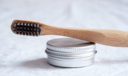 Zapytaj stomatologa: Węgiel aktywowany w higienie jamy ustnej – więcej szkody niż pożytku?