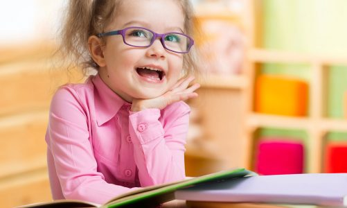 Krótkowzroczność kształtuje się w dzieciństwie